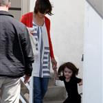 Katie Holmes with daughter Suri at dance class 39140