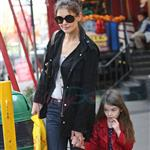 Katie Holmes and Suri at Granville Island in Vancouver and Vera Burger 80778