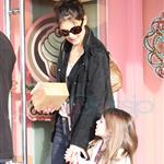 Katie Holmes and Suri at Granville Island in Vancouver and Vera Burger 80782