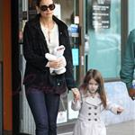 Katie Holmes and Suri at Granville Island in Vancouver and Vera Burger 80788