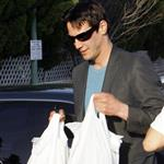 Clean-shaven Keanu Reeves at the grocery store 58588