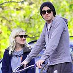 Kirsten Dunst and Garrett Hedlund post flyers looking for her lost cat in Toluca Lake, CA 104709