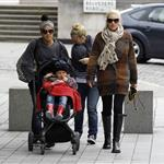 Gwen Stefani takes sons Kingston and Zuma to the aquarium  95950