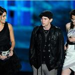 Kristen Stewart at Scream 2010 with Nikki Reed and Jackson Rathbone  71096