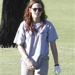 Kristen Stewart plays golf in Malibu  121409
