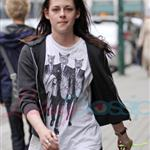 Kristen Stewart looking hung over heading to a salon in Vancouver 39377