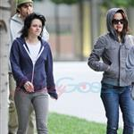 Kristen Stewart in Vancouver with Elizabeth Reaser, Nikki Reed, and Paris Latsis  46153