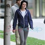 Kristen Stewart in Vancouver with Elizabeth Reaser, Nikki Reed, and Paris Latsis  46155
