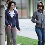 Kristen Stewart in Vancouver with Elizabeth Reaser, Nikki Reed, and Paris Latsis  46157