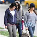 Kristen Stewart in Vancouver with Elizabeth Reaser, Nikki Reed, and Paris Latsis  46159