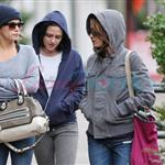 Kristen Stewart in Vancouver with Elizabeth Reaser, Nikki Reed, and Paris Latsis  46177