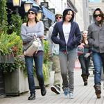 Kristen Stewart in Vancouver with Elizabeth Reaser, Nikki Reed, and Paris Latsis  46181
