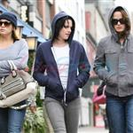 Kristen Stewart in Vancouver with Elizabeth Reaser, Nikki Reed, and Paris Latsis  46187