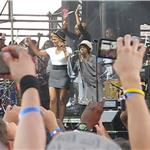 Lauryn Hill performs at Rock the Bells 2010 as Jay-Z, Beyonce, Mary J Blige, Alicia Keys, Chris Rock look on 67832