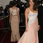 liz hurley costume apr06.jpg 4889