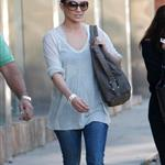 Jennifer Lopez shopping in skinny jeans with Leah Remini in West Hollywood 26684