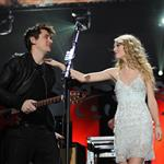 John Mayer and Taylor Swift on stage 116649