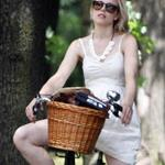 Michael Sheen Rachel McAdams go for bike ride in Toronto July 2011 90028