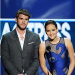 Liam Hemsworth and Jennifer Lawrence at the 2012 People's Choice Awards 102564
