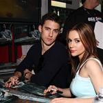 Alyssa Milano and Milo Ventimiglia at Wizard World 18448