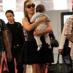 Mariah Carey carries her babies unassisted in Nice  116633