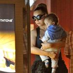 Mariah Carey carries her babies unassisted in Nice  116639