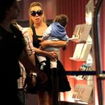 Mariah Carey carries her babies unassisted in Nice  116642
