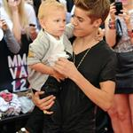 Justin Bieber at the 2012 MMVAs with his little brother 117915