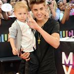 Justin Bieber at the 2012 MMVAs with his little brother 117917