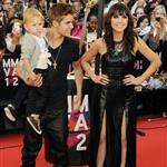 Justin Bieber at the 2012 MMVAs with his little brother and Carly Rae Jepsen 117921