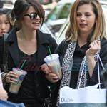 Selena Gomez and mom in Vancouver for Mother's Day 38797