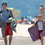 Stephen Moyer takes son to the beach 44196