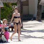 Karen Mulder in Mauritius with her daughter  101445