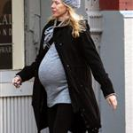 Pregnant Naomi Watts in New York yesterday looking like she's pretty ready 27384