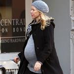 Pregnant Naomi Watts in New York yesterday looking like she's pretty ready 27383