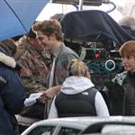Robert Pattinson and Kristen Stewart shooting parking lot scene for New Moon 36494