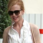 Nicole Kidman heads into her hotel in Paris 123284