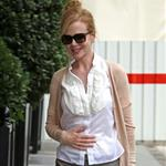 Nicole Kidman heads into her hotel in Paris 123398