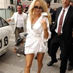 Pamela Anderson arrives in Frankfurt to hustle at the opening of some club 39150