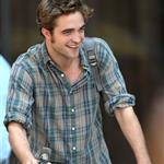 Robert Pattinson shoots Remember Me in New York 43025