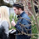 Robert Pattinson in London with his sister 52696