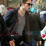 Robert Pattinson leaves Vancouver headed for the Cannes Film Festival 39217