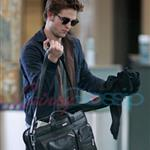 Robert Pattinson leaves Vancouver headed for the Cannes Film Festival 39206
