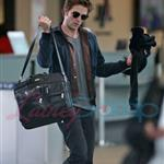 Robert Pattinson leaves Vancouver headed for the Cannes Film Festival 39207
