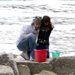 Brad Pitt Angelina Jolie hang out at the beach with The Edge 20152