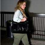 Jessica Simpson in cargo Capri pants at LAX June 2010  63964
