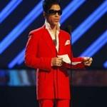 Prince presents Grammy to Alicia Keys 17244