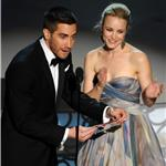 Rachel McAdams and Jake Gyllenhaal present together at 2010 Oscars  56400