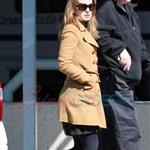 Elizabeth Reaser arrives in Vancouver 36715