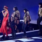Rihanna performs on stage at the 2012 MTV VMAs 125323